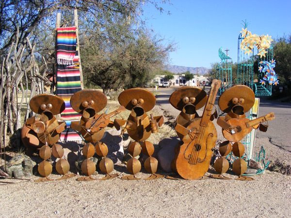 Mariachi statues in Tubac